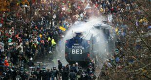 """""""Престаните да нас контролишете"""": Свет на ногама, побуна против корона мера"""