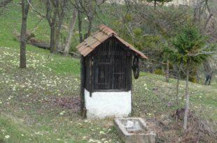 Преко 30 година цело село пије воду са његовог бунара, а сада га затрпава јер нема одакле да плати порез