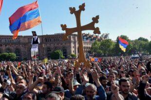 Демонстранти у Јеревану руше Пашињанов режим, уништена Сорошева фондација (видео)