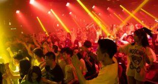 Kинези се забављају у ноћном клубу у Вухану док се Европљани спремају за други кућни притвор