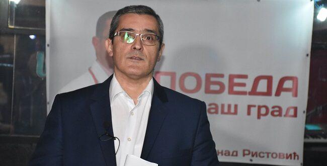 Лекар вратио медаљу Вучићу: Ево вам је, па је доделите криминалцима
