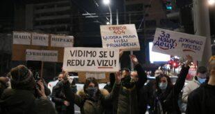 Фриленсери протестовали испред Владе: Враћамо се за 15 дана