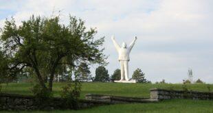 Европски парламент у својој последњој резолуцији од Србије тражи да уклони комунистичке споменике