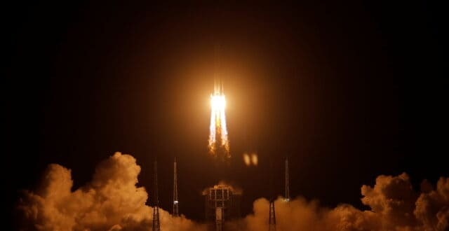 Кинески космички апарат Чанг'е-5 успешно се спустио на видљиву страну Месеца