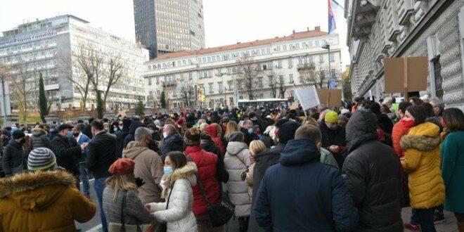 Протест угоститеља, туриста, фриленсера код министра – блокиран центар БГД (видео)