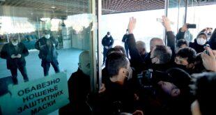Инцидент испред Сава центра: Сукоб народа и комуналне милиције (видео)