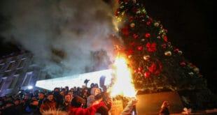 Хаос у Тирани: Демонстранти покушали да упадну у зграду владе (видео)