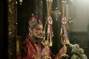 Владика Димитрије донео маске да подели верном народу па се запалио као буктиња испред олатара