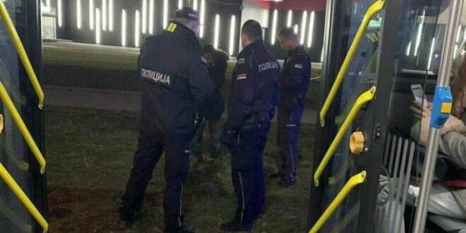 НАОРУЖАНИ БОДЕЖИМА ТЕРОРИШУ БЕОГРАД! Мигрант витлао ножем на ужаснуте путнике ГСП-а, полиција ћути!