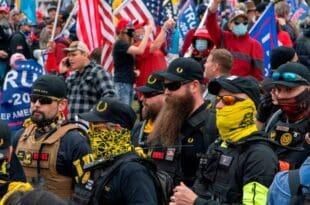 """Трампове присталице стижу на протест у Вашингтону – са транспарентима """"Стоп крађи!"""" (видео)"""