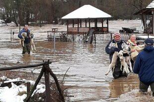 Делови Србије под водом: Ванредно у неколико општина, у току евакуација (видео)