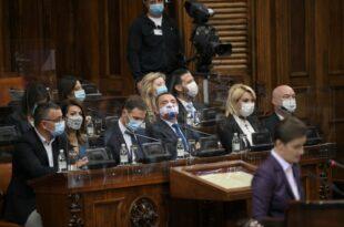 Министрима у Влади Србије због кризе изазване коронавирусом повећане плате 10 до 30 одсто, а Александру Вулину 140 одсто