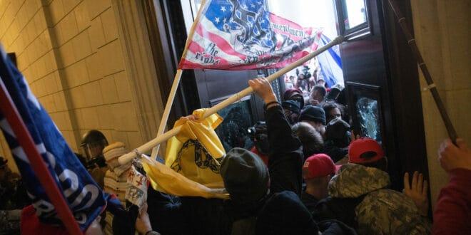 Четворо мртвих на протесту у Вашингтону: Ванредно стање продужено до 21. јануара (видео)