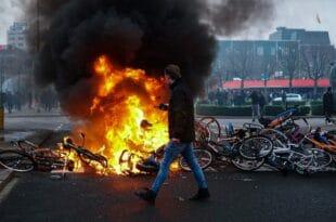 """НЕРЕДИ ШИРОМ ЕВРОПЕ: """"Толико насиља нисмо видели у последњих 40 година"""" (видео)"""