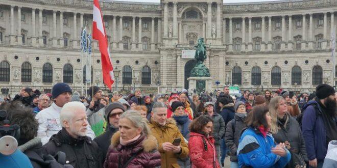 Протест противника антикорона мера и вакцинације у Бечу, затражена оставка премијера Курца