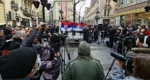 Испред легла ЗМИЈА ОТРОВНИЦА (читај као САНУ) одржан протест и захтевана оставка Владимира Костића (видео)