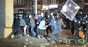 У ХОЛАНДИЈИ већ четврту ноћ за редом протести: Излози забарикадирани, специјалци на улицама (видео)