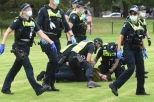 Аустралија: Жестоки окршаји полиције и противника вакцинације у Мелбурну, Сиднеју и Бризбејну (видео)