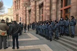 Јерменска војска захтева оставку премијера Пашињанина, захтев ојачан летом ловаца изнад Јеревана (видео)