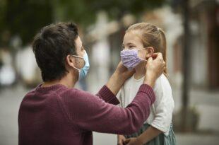"""Др Colleen Huber каже: """"Маске су најраспрострањенија здравствена опасност у САД-у."""""""