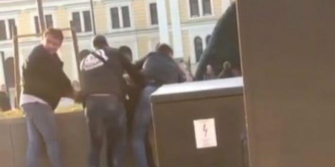 Мигрант уз помоћ ножа опљачкаo жену у сред Београда, пролазници га ухватили и савладали! (видео)