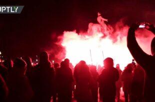 Данска протестује против Kовид пасоша! НИСМО МИ ПСИ ДА НАС ОБЕЛЕЖАВАТЕ… (видео)