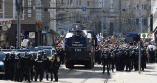 ПОБУНА НАРОДА: Сукоби с полицијом у Немачкој и Лондону, масован протест и у Београду (видео)