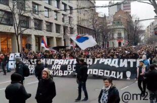 РЕЖИМСКИ И ОКУПАЦИОНИ МЕДИЈИ СУ КАНЦЕР СРБИЈЕ: Како је линчован протест против корона мера и Вучића (видео)