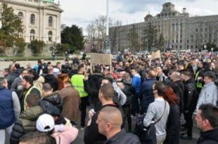Испред Скупштине Србије одржан протест музичара, фотографа, угоститеља и фризера