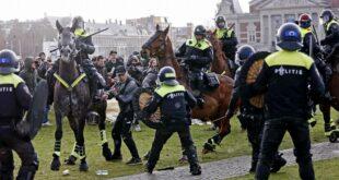 Полиција у Амстердаму поново воденим топовима растеривала антиковид-демонстрације (видео)