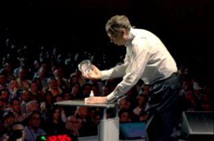 """Бил Гејтс финансира пројекат генетски модификованих комараца као """"летећих вакцина"""" (видео)"""