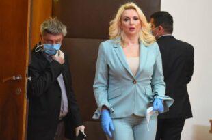 ОБЈАСНИО ЧОВЕК: Не може ни РНК вакцина од БИЛЕЋКЕ КОБИЛЕТИНЕ да направи београдску даму!