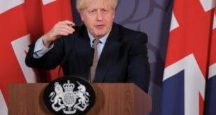 Британија: Бориса Џонсона тужи око 2.000 породица које су изгубиле једног или више чланова фамилије због коронавируса