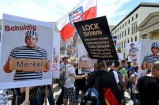 """Широм Европе расте све већи отпор према антикорона мерама и вакцинацији, Немци пред """"пуцањем"""" (видео)"""