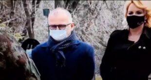 СКАНДАЛ Дарија и Весић уклонили венце са споменика страдалој деци на Ташмајдану! (видео)