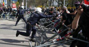 ХАОС У БЕЧУ: Народ устао против корона мера, сукоби с полицијом и хапшења! (видео)