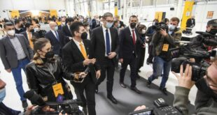 НАПРЕДНИ ФАШИСТИ поклонили немачкој компанији 58.000 евра по раднику којег запосле
