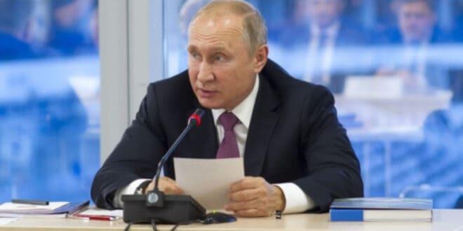 Путин потписао уставни амандман којим се у Русији и формално забрањују истополни бракови и усвајање деце ЛГБТ особама