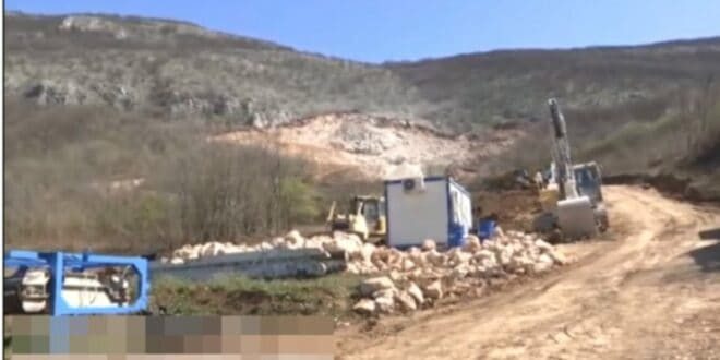 "Протест испред каменолома на планини Баба, ""за 10 година овде ће бити пешчара"" (видео)"