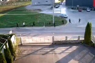 Кладуша: Мигранти се обрачунавали ватреним оружјем па погодили дете од 8 година! (видео 18+)
