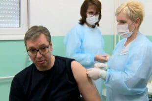 Вучић: Ко неће да се вакцинише је луд