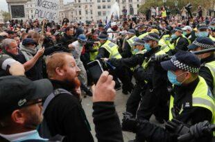 Британци не пристају на полицијску репресију: Протести прете да ескалирају (видео)