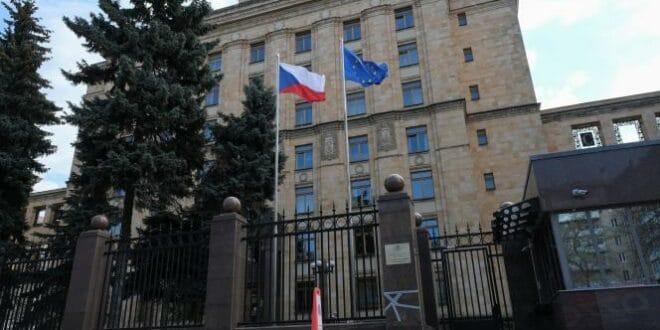 """Из Москве протеран цео """"политички део"""" чешке амбасаде"""