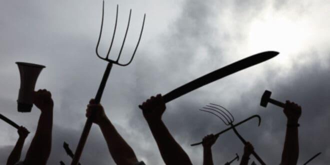 НЕМАЧКА: Све је више претњи смрћу, напада ножем и агресивности према политичарима