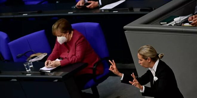 Отпор у Бундестагу: Меркелова тражила већа овлашћења, посланици прекинули њен говор