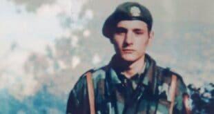 У СЛАВУ НЕСТАЛОГ ЈУНАKА СА KОШАРА: Херојство младог војника из Вреоца осликано на муралу у центру Лазаревца