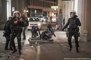 Швајцарска: Полиција сузавцем и гуменим мецима на демонстранте против корона мера (видео)