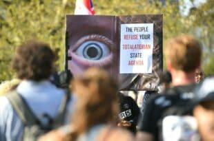 ЛОНДОН: Више стотина хиљада људи у протесту против вакцине и корона диктатуре (видео)