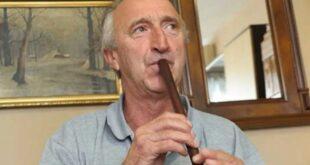 ВУЧИЋЕВА СРБИЈА и Весићеви комуналци: Музичар свирао фрулу, шаљу га на робију!