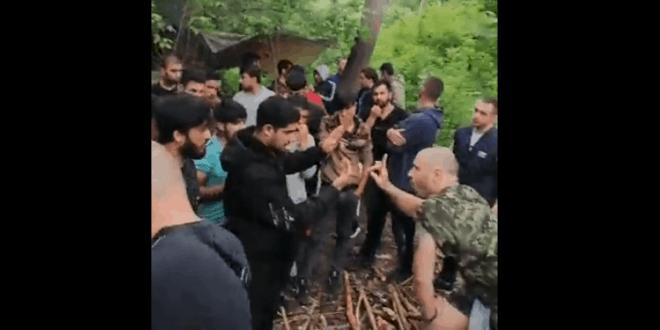 Бачка Паланка: Локално становништво упало у илегални мигрантски камп (видео)